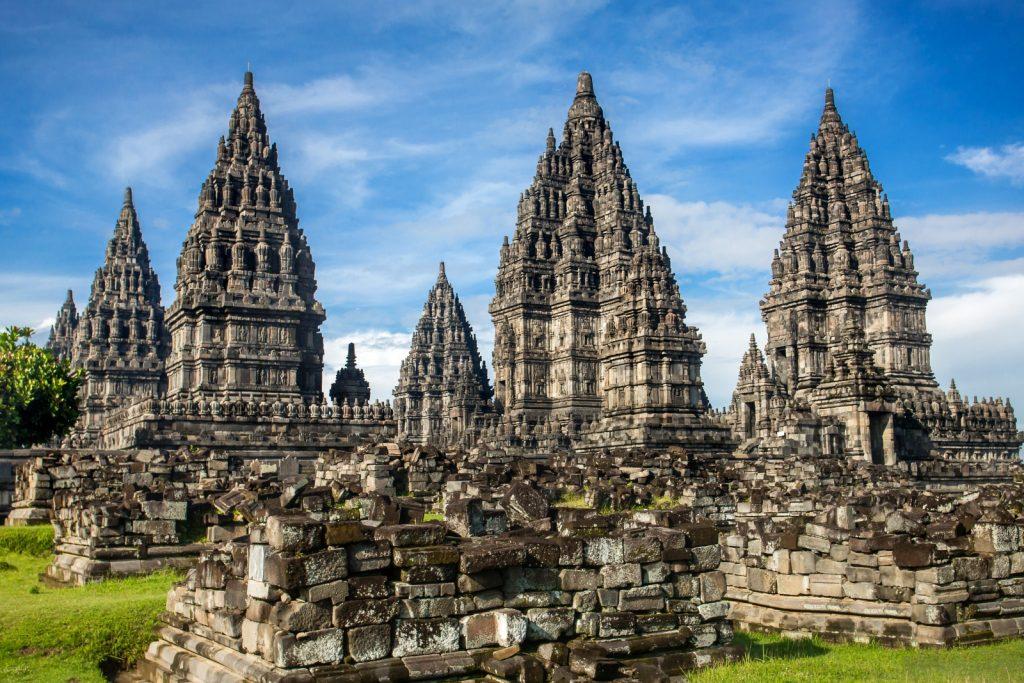 Mitos Sekaligus Kegagahan Candi Prambanan dan 9 Tempat Wisata Favorit Sekitar Dekat Candi