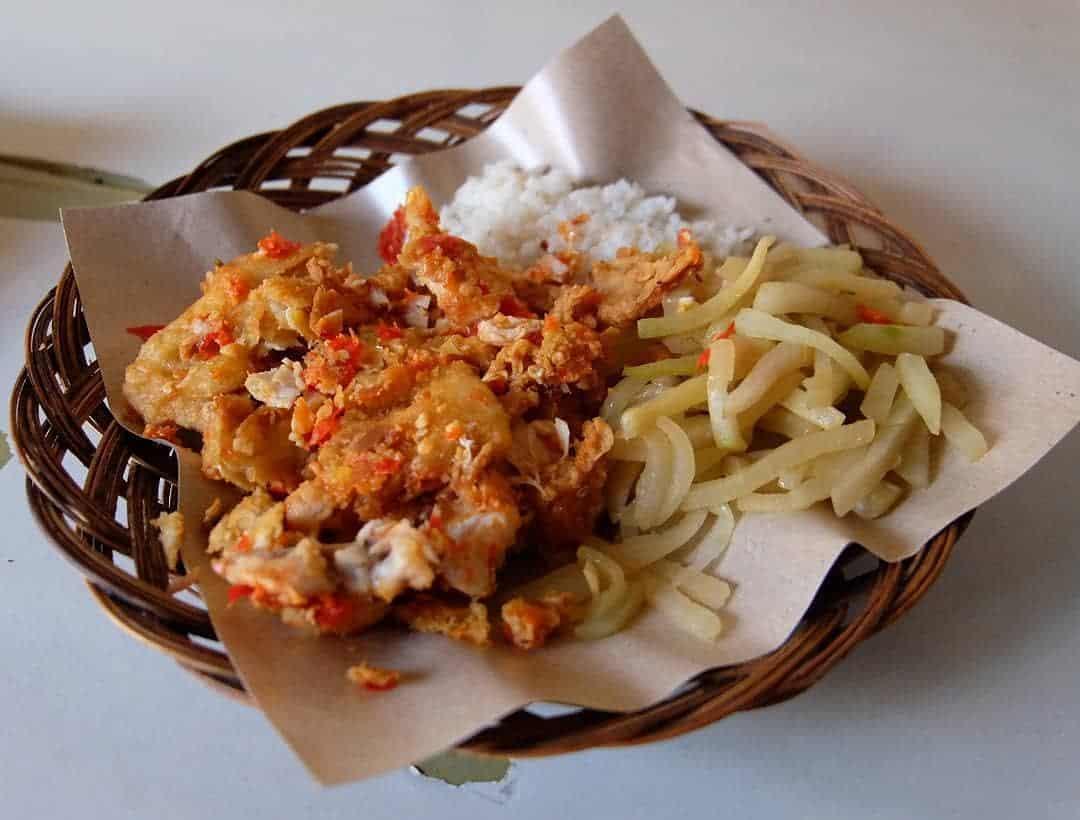 Ayam Geprek Bu Rum, Tempat Makan dengan Sensasi Pedas yang Tiada Batas